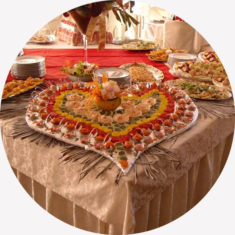 buffet salato a forma di cuore