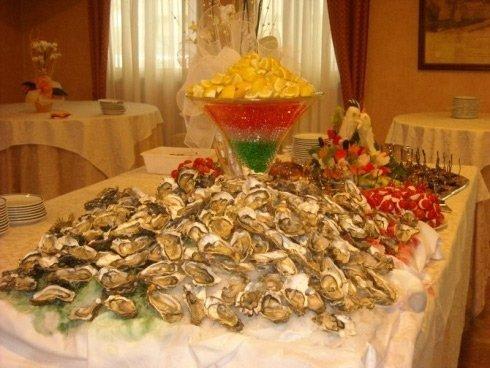 ostriche su di un tavolo