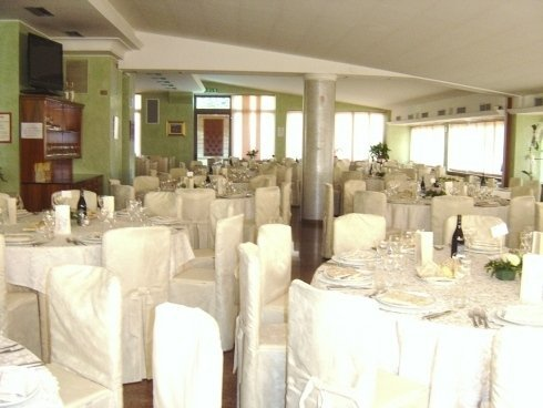 sala bianca di un ristorante