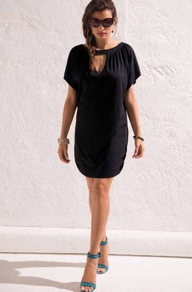donna in minidress nero