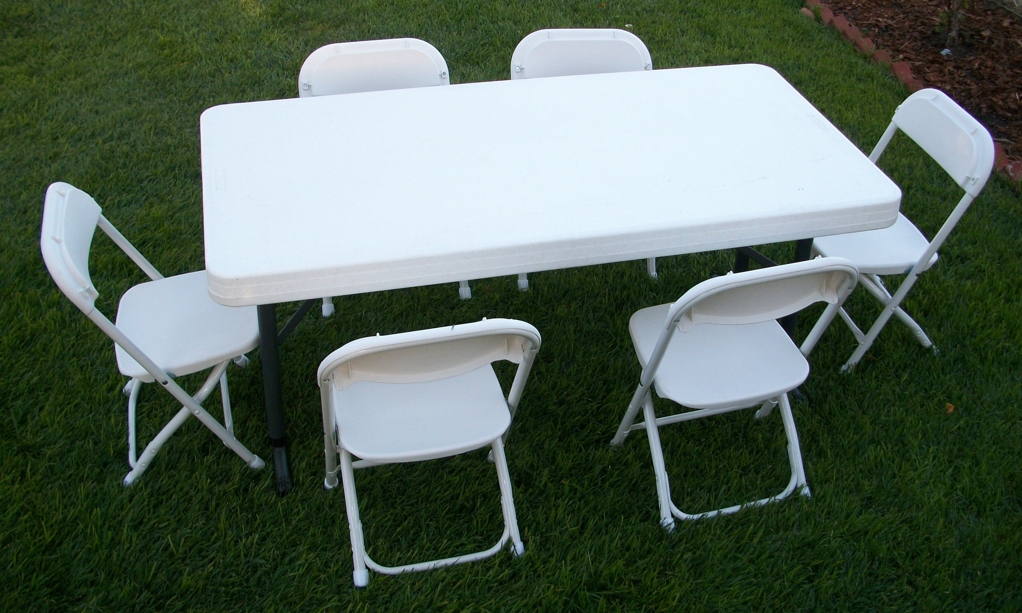 Chairs rental table rentals chiavari for Table and chairs furniture