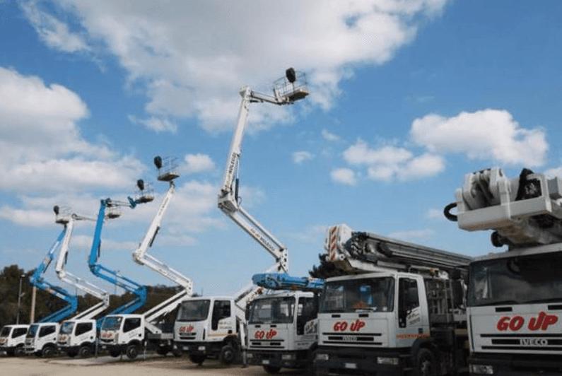 flotta di camion con braccio estendibile