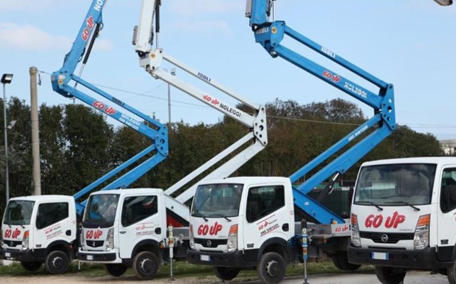 camion con sistema di elevazione