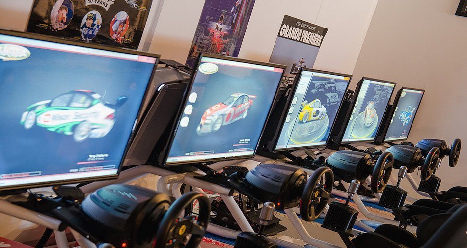 V8 racing car motion simulator melbourne