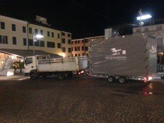 camion bianco per traslochi