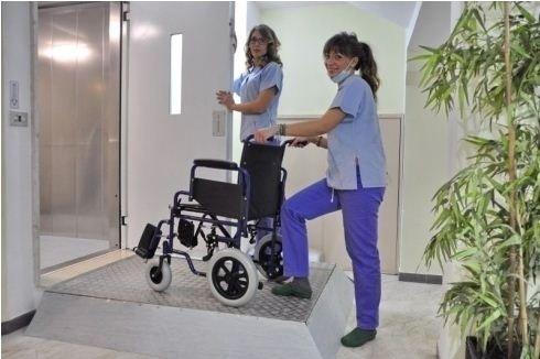Struttura sanitaria con ingresso disabili