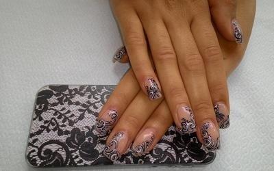 unghie con decorazioni