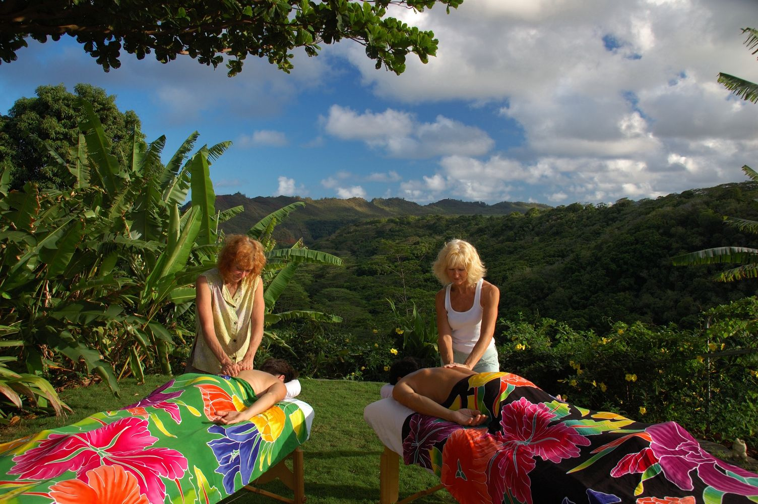 A couple enjoying a therapeutic massage in Kapa'a, HI