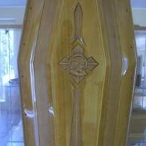 dettaglio di cofano funebre in legno