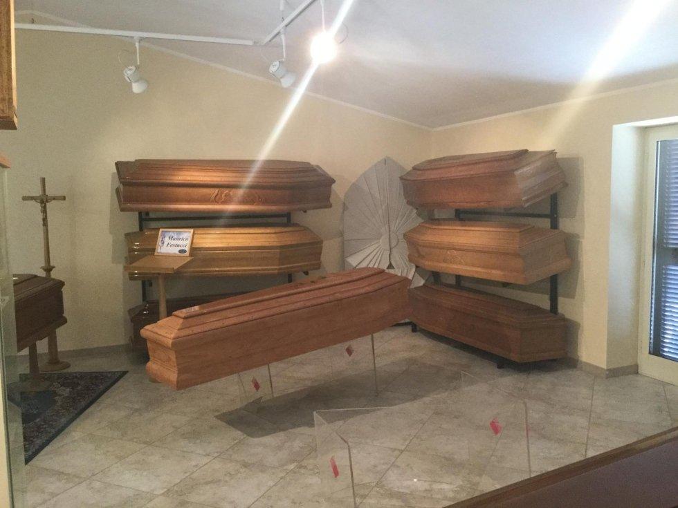 casse funebri in esposizione