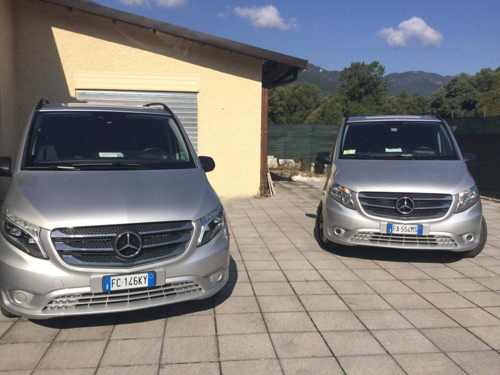 due vetture per trasporto salme