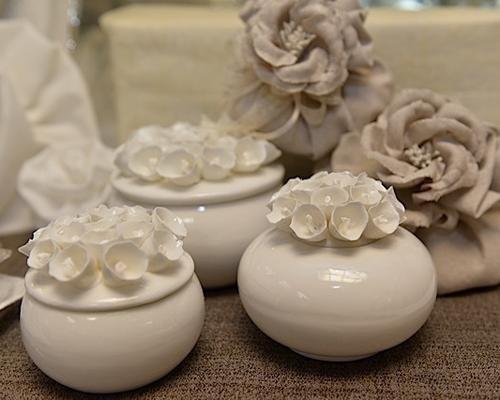 Portaconfetti in ceramica decorata con fiori