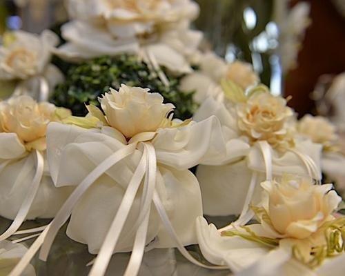 Dettaglio fiori per bomboniera