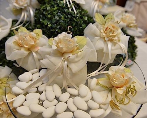 Bomboniera con fiori color pesca