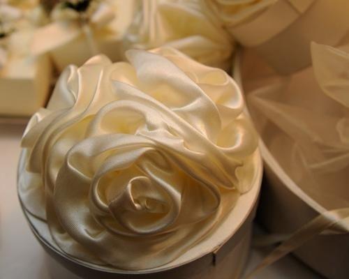 Scatolina con rose in raso