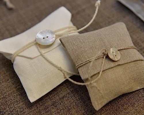 Sacchetti con bottone e corda