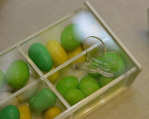 Confetti verdi con scatolina con iniziale