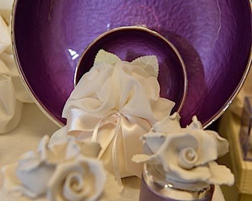 Bomboniere con fiore in ceramica