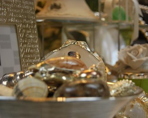 Conchiglie con elementi in argento
