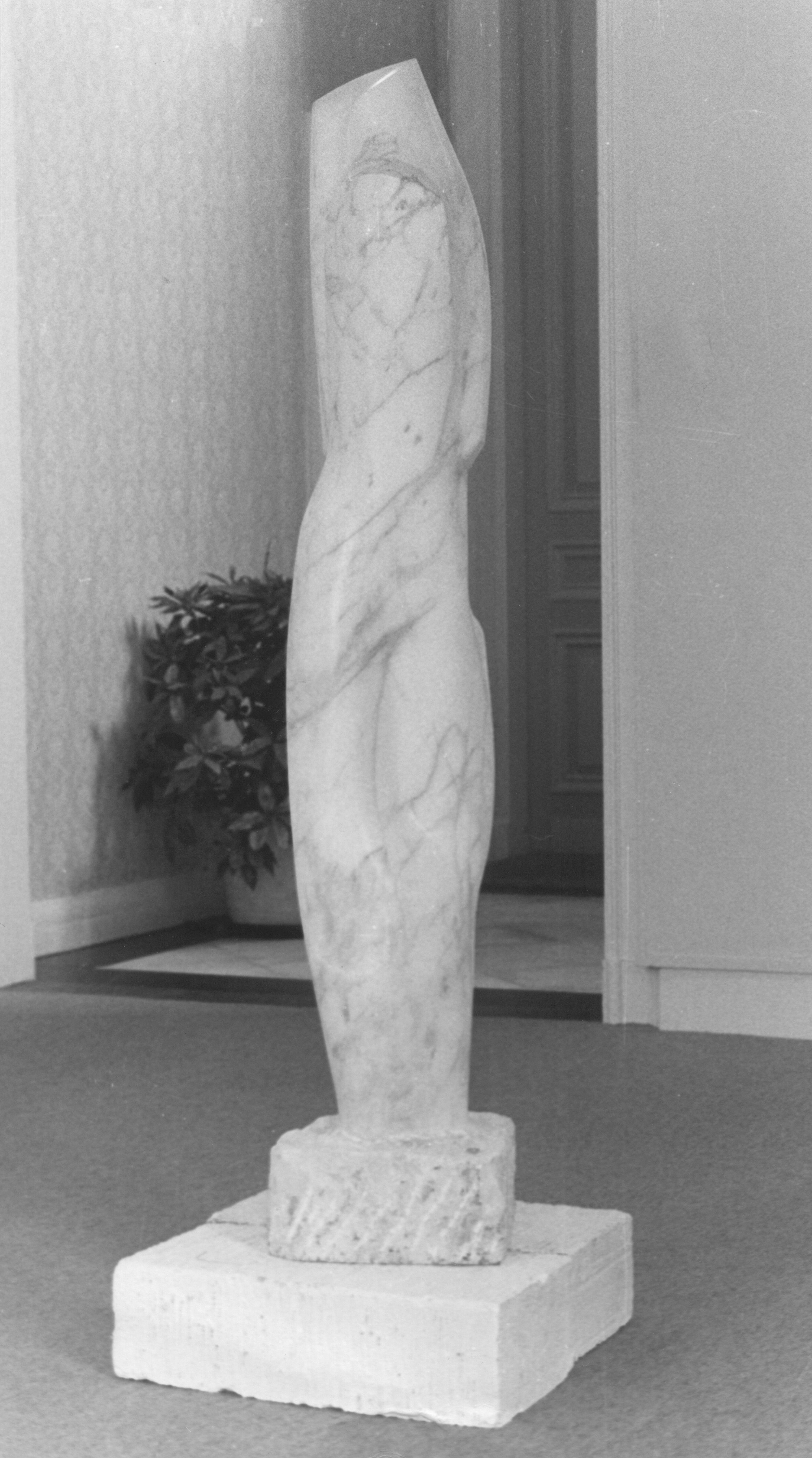 Gesluierde (1970, marmer)