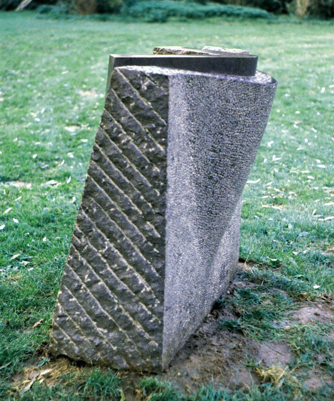 Ontzet vierkant (1989, hardsteen)