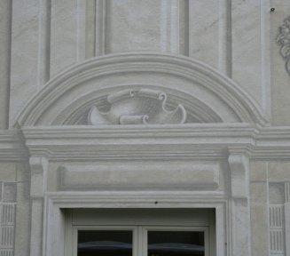 decorazione pittorica sulla finestra del palazzo doria
