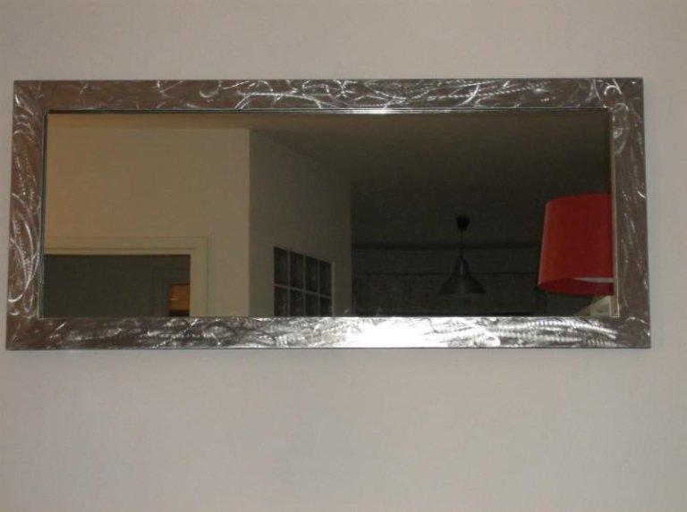 Specchio con cornice in acciaio inossidabile