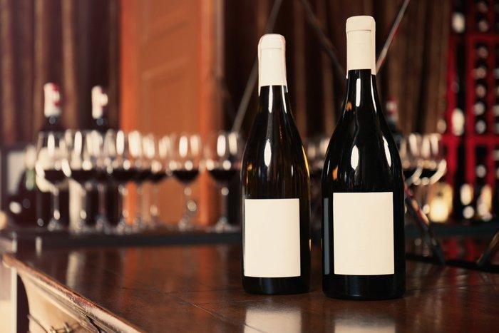 Due bottiglie di vino rosso