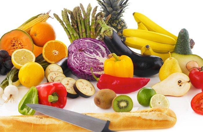 Vasta offerta di frutta e verdura fresca