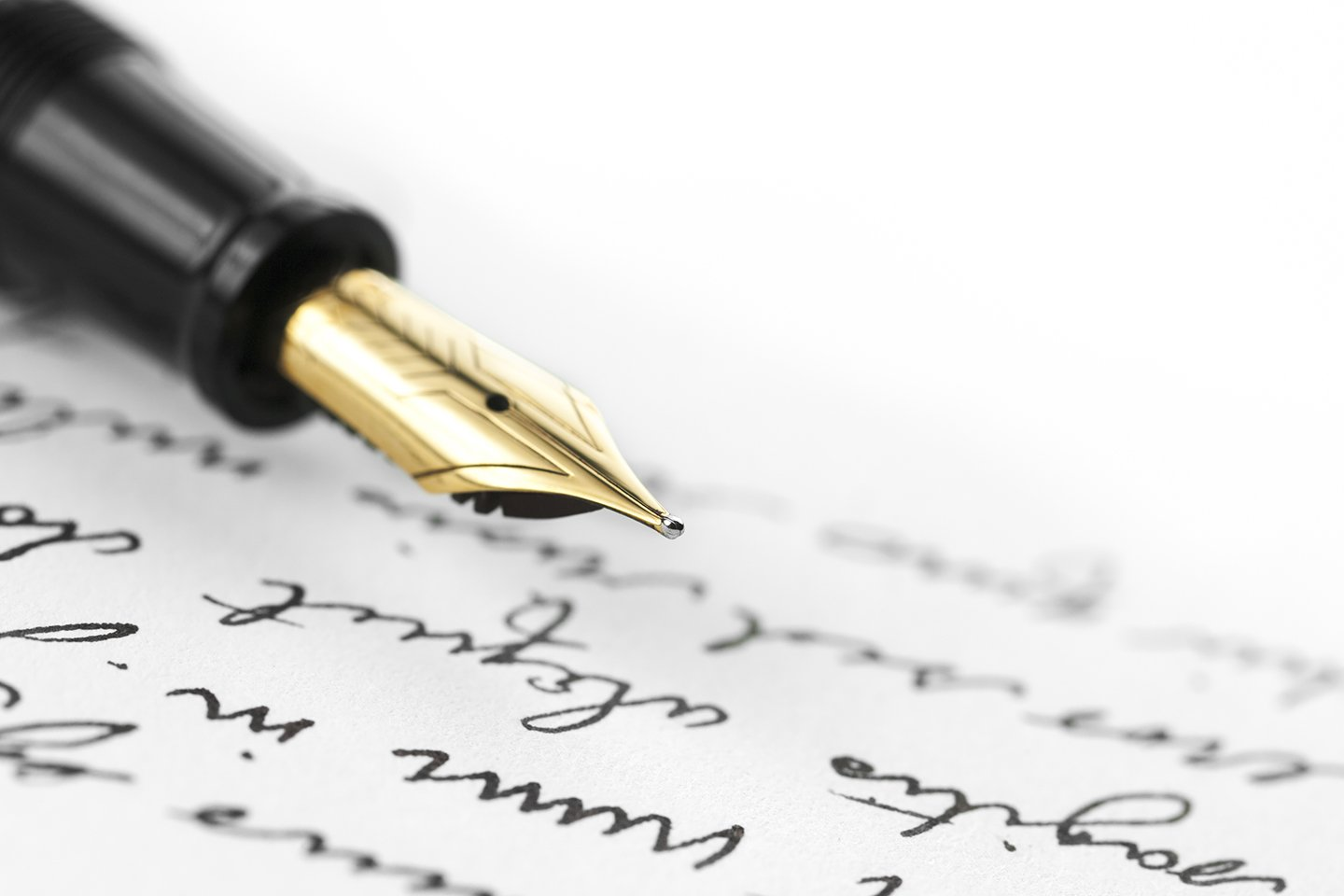 primo piano della punta di una penna stilografica