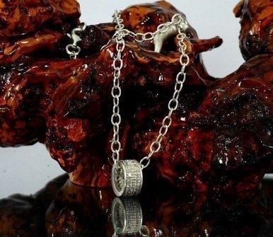 collane, anelli con brillanti, gioielli con pietre preziose