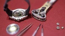 riparazione di gioielli, riparazione orologi, riparazione collane con gancetto chiusura rotto, realizzazione gioielli personalizzati