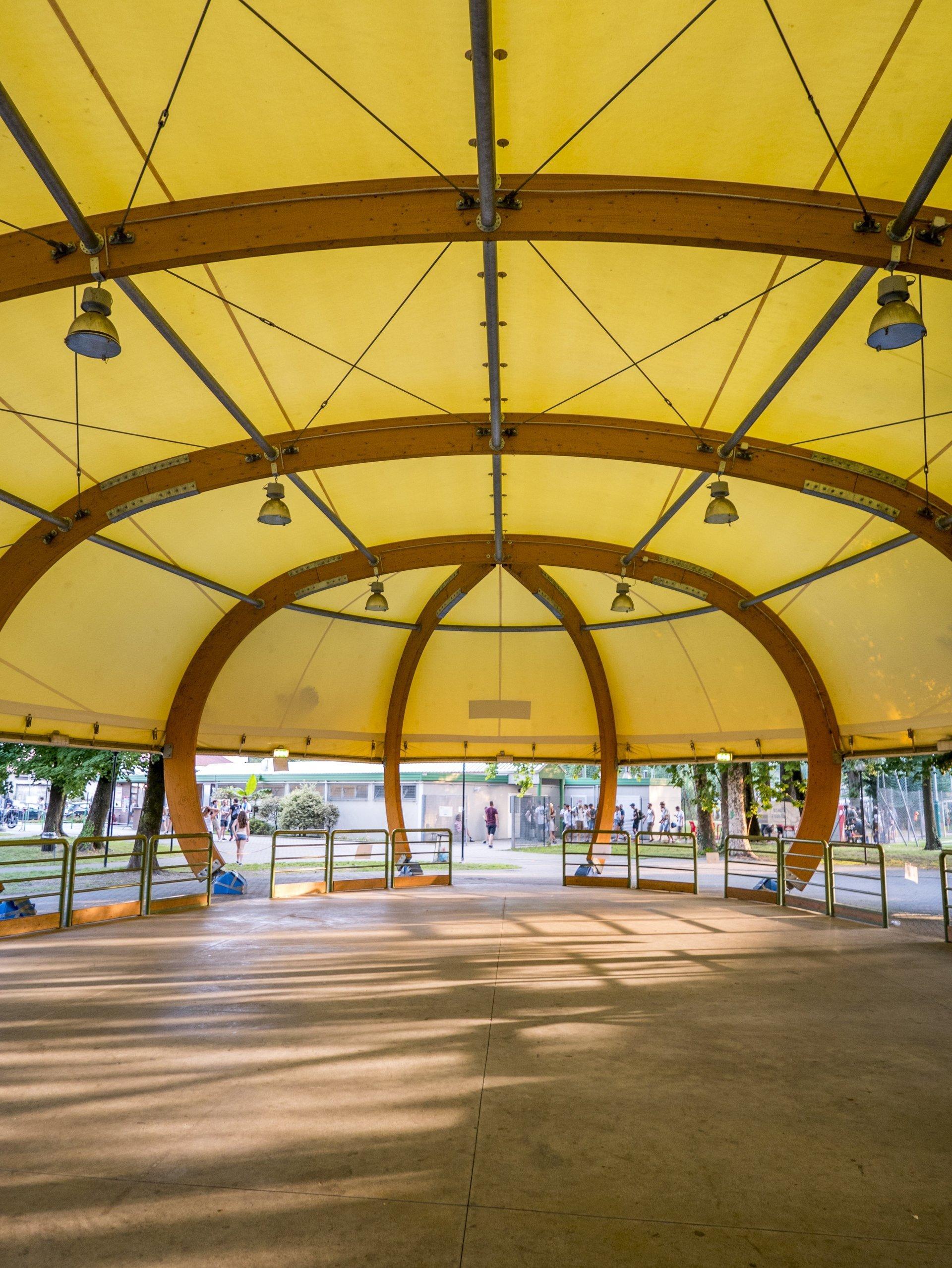 tenda con spazio per cerimonie