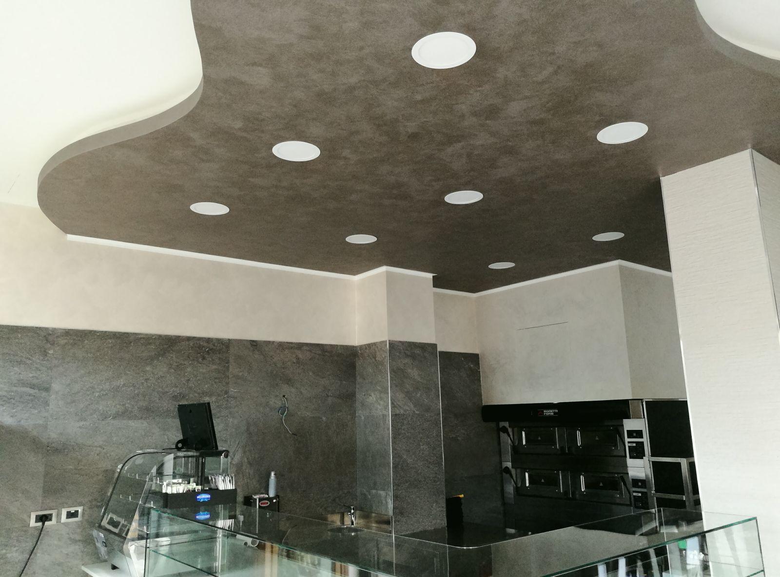 Dettagli del soffitto della pizzeria