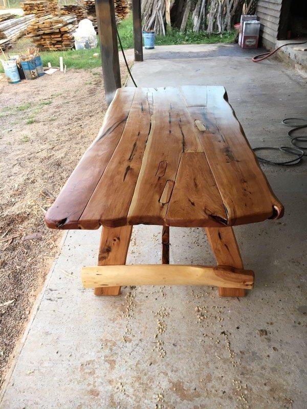 tavolo in ginepro