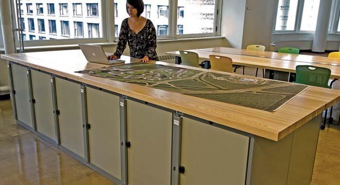 lunga cattedra in legno e metallo