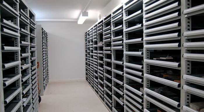 armadi espositivi per la custodia di reperti di archeologia