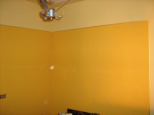 Camera faraone in due colori, giallo morbido e giallo forte