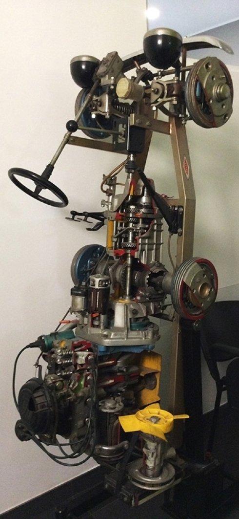 Modellino di motore auto.