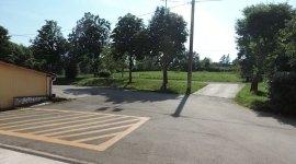 ampio parcheggio privato