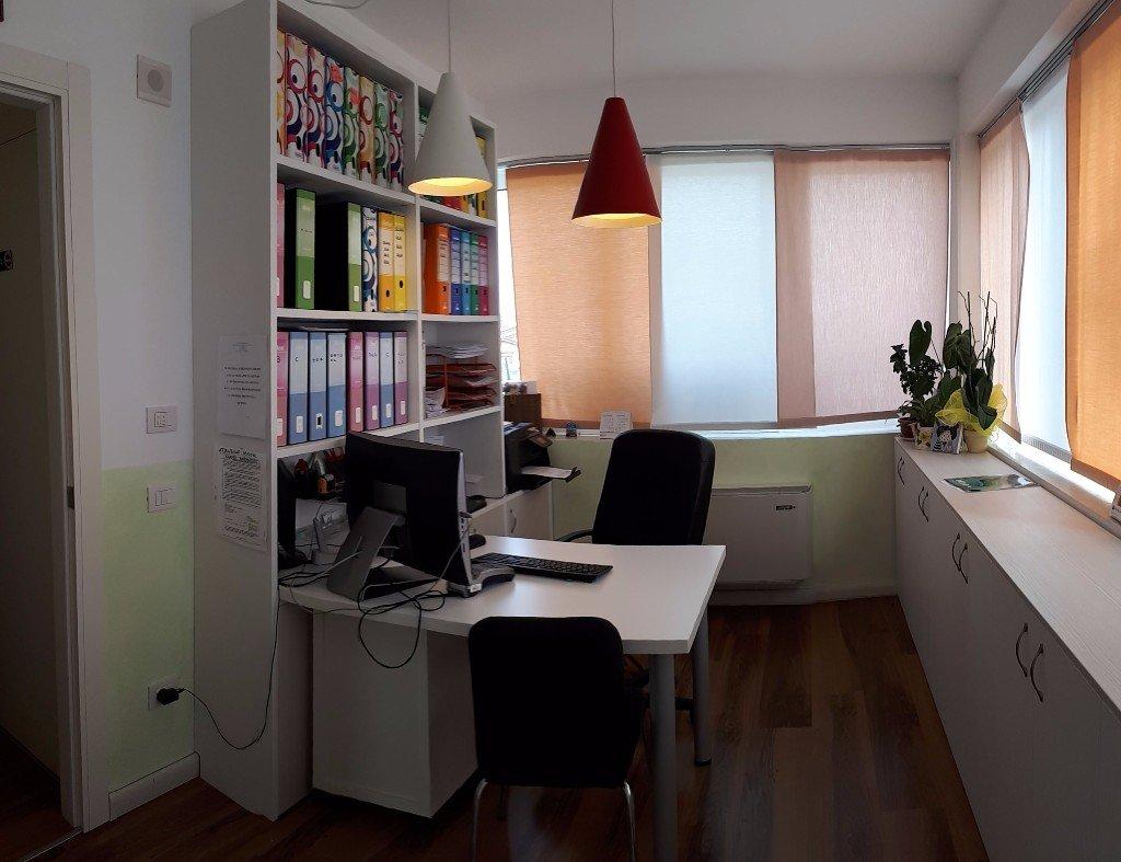 Ufficio con poltrona e scrivania