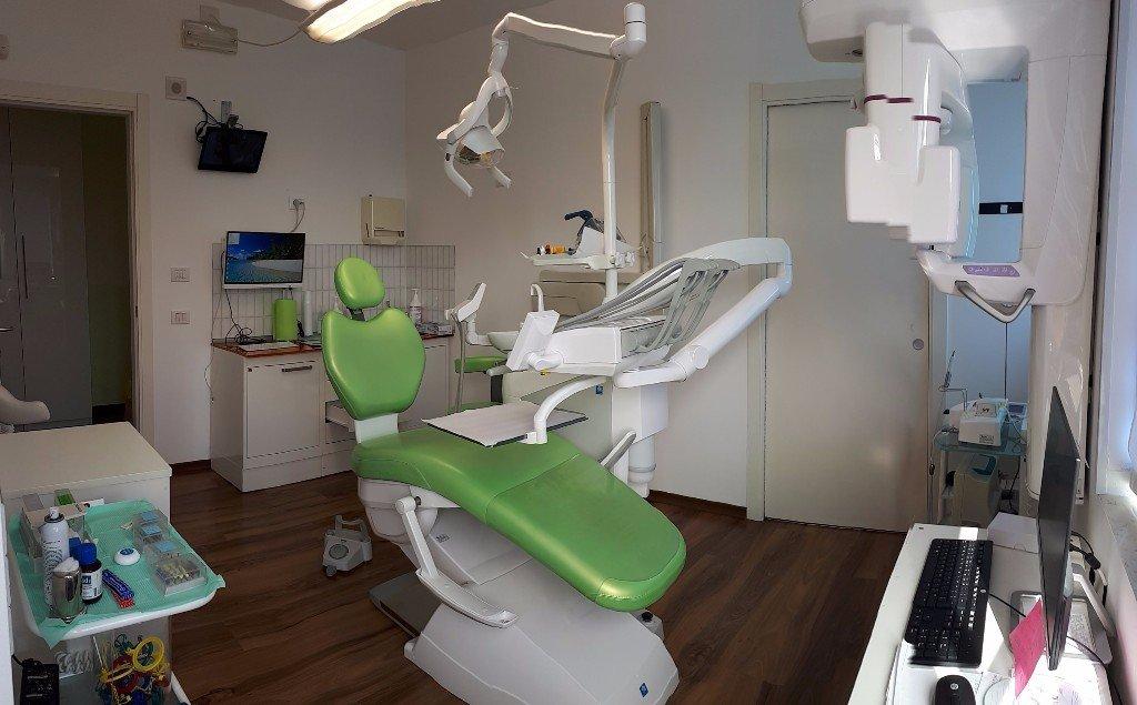 Riunito odontoiatrico verde