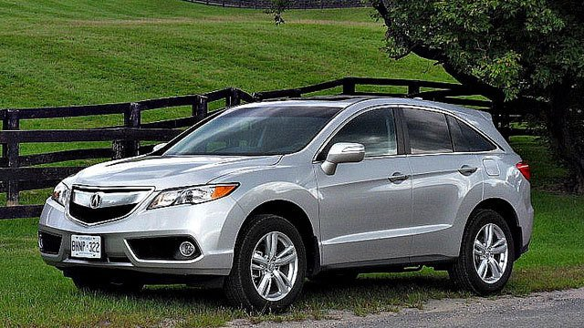 2013 Acura RDX by Tino Rossini, used under CC BY 2.0