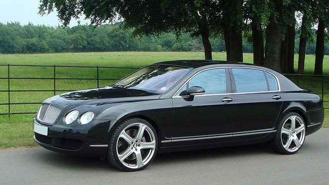 Bentley Flying Spur in the countryside by London Flash Cars, used under CC BY 2.0