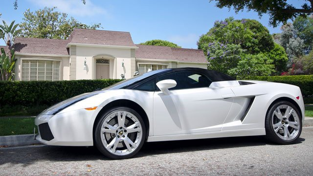 Lamborghini Gallardo Spyder by Axion23, used under CC BY 2.0