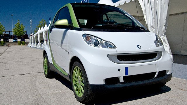 Smart Fortwo Electric Drive by David Villarreal Ferna, used under CC BY-SA 2.0