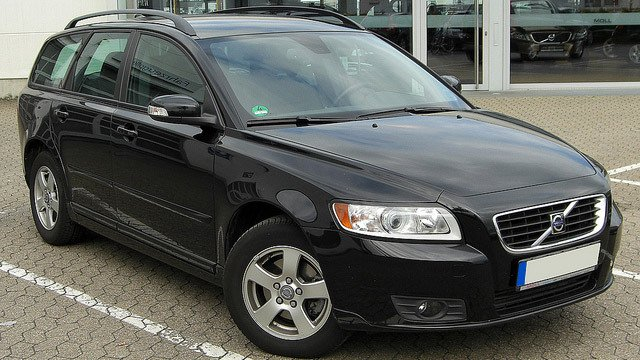 Volvo V50 1.6 D Facelift front 20100731 by M 93, used under CC BY 2.0