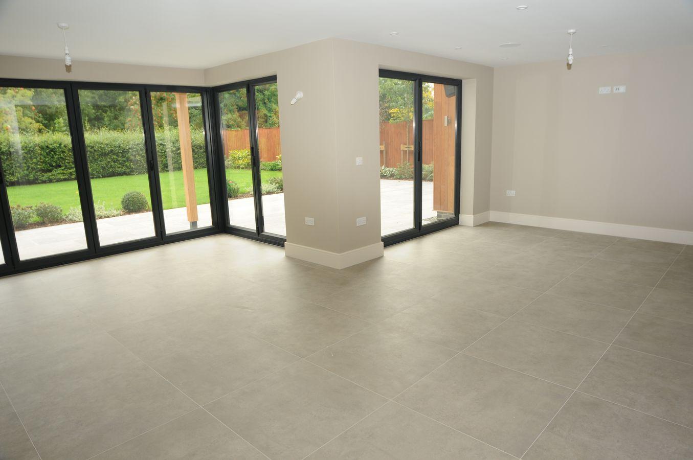 Big empty living room - Daincourt Bulcote House Big Empty Livingroom