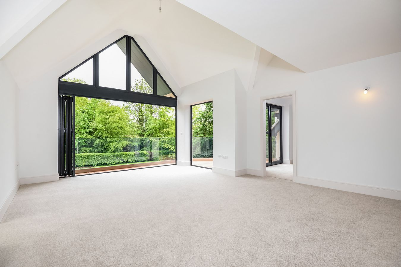 Big empty living room - Tawnycourt Bulcote House Big Empty Living Room