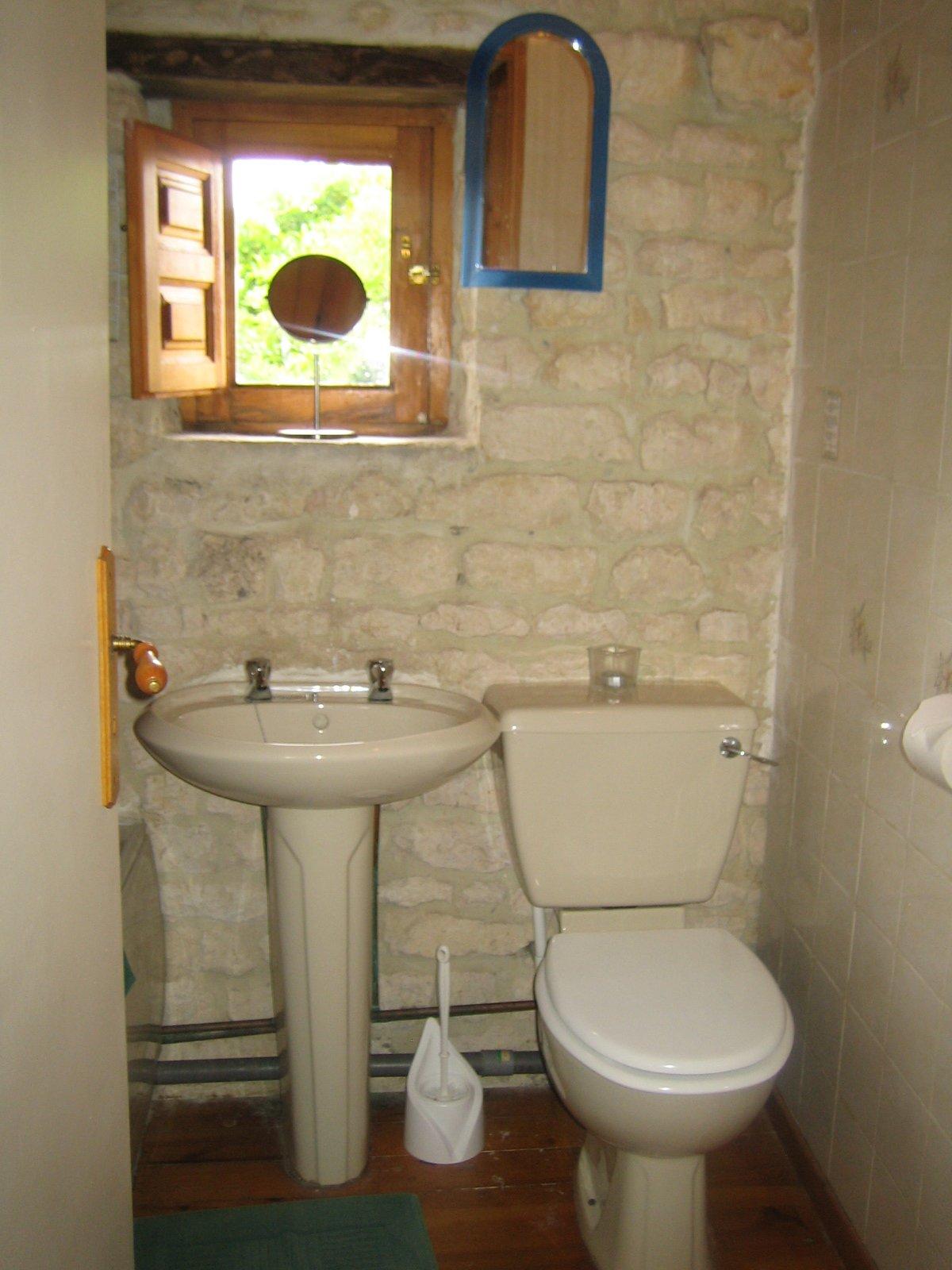 bathroom la grange du moulin kid friendly gite